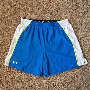 UA Loose fit shorts MED